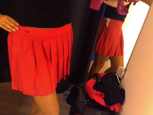 Kjol från Nike fick följa med hem. Färgen är lite konstig på bilden, i verkligheten är den i samma färg som bloggen.