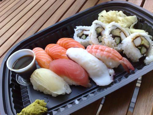 Sushi på balkongen.
