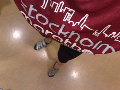 Dagens träningsoutfit: capri från Craft, och finishertröja från Stockholm Marathon.