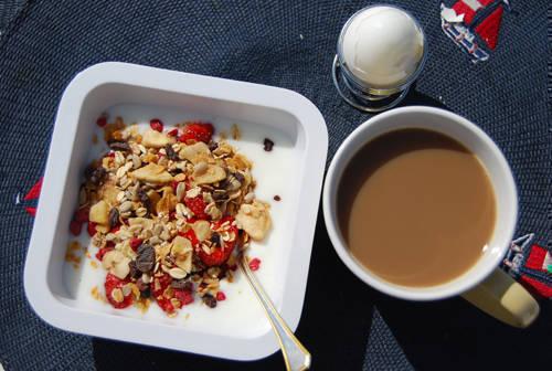 Tänk om man fick äta frukost i solen varje dag ...