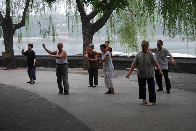 Tai chi, eller kanske qi gong ...