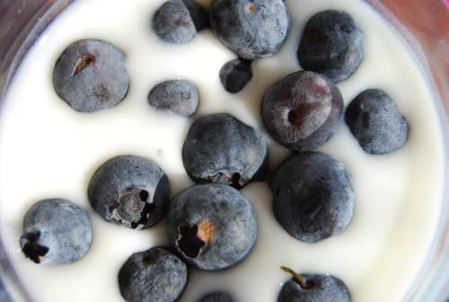 Blåbär är gott i frukostfilen.