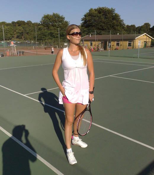 Jag på tennisbanan.