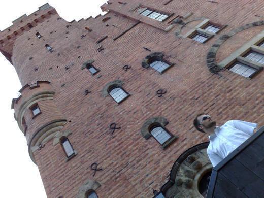 Glenn utanför tornet.