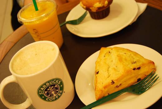 Nu är det hemlagad frukost som gäller igen. Så mycket godare än Starbucks för svaga cappuccino och torra scones.