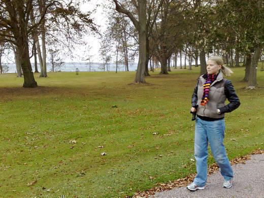 På promenad i slottsparken.