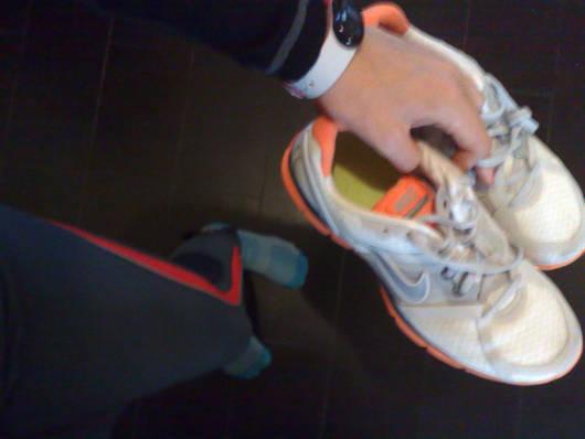 Sportbandet och löparskorna är framtagna.