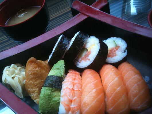 Det blev sushi! (och ja, det är okej att som gravid äta vanlig sushi enligt min barnmorska).
