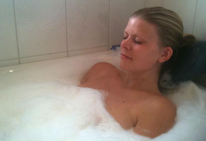 Jag tog ett avkopplande bad hemma hos föräldrarna igår. Mamma fick ställa upp som bloggfotograf.