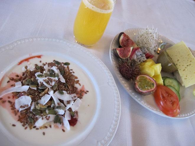 Frukost på Såstaholm.