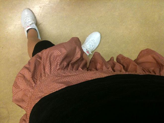 Tennisoutfit: topp från Nike, kjol från Adidas Stella McCartney, byxor från Moja tennis och skor Nike.