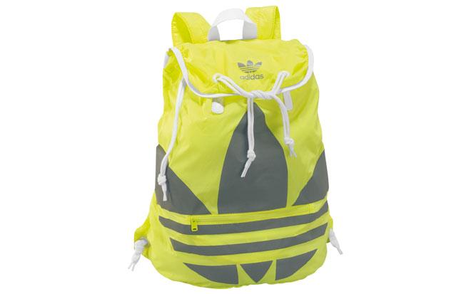 Väska från Adidas som går att vika ihop.