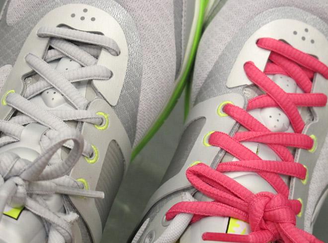 Vi fick våra konventskor redan ikväll. Det går att sätta på rosa skosnören som följer med.