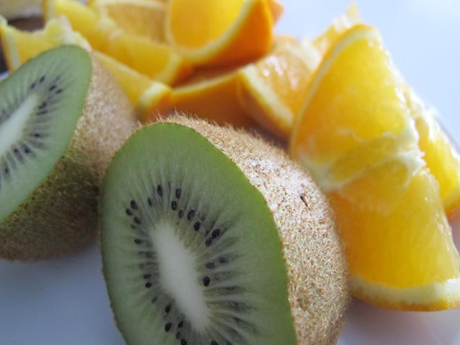 Kiwi är oftast gott. Men är den för sur får jag blåsor i munnen.