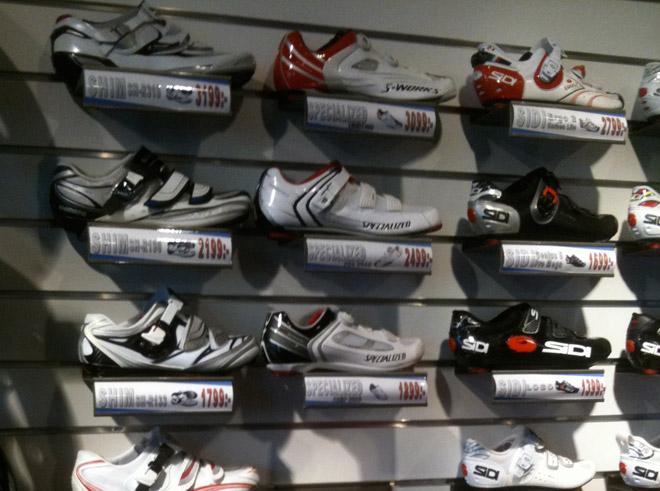 Det fanns en del skor att välja bland, mest för landsväg.