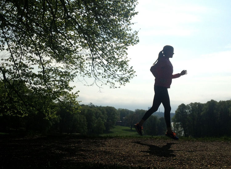 Springa ute eller på löpband?