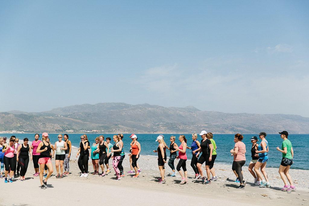 Jag instruerar löpteknik på träningsresa i våras. Foto: Jane Haglund.