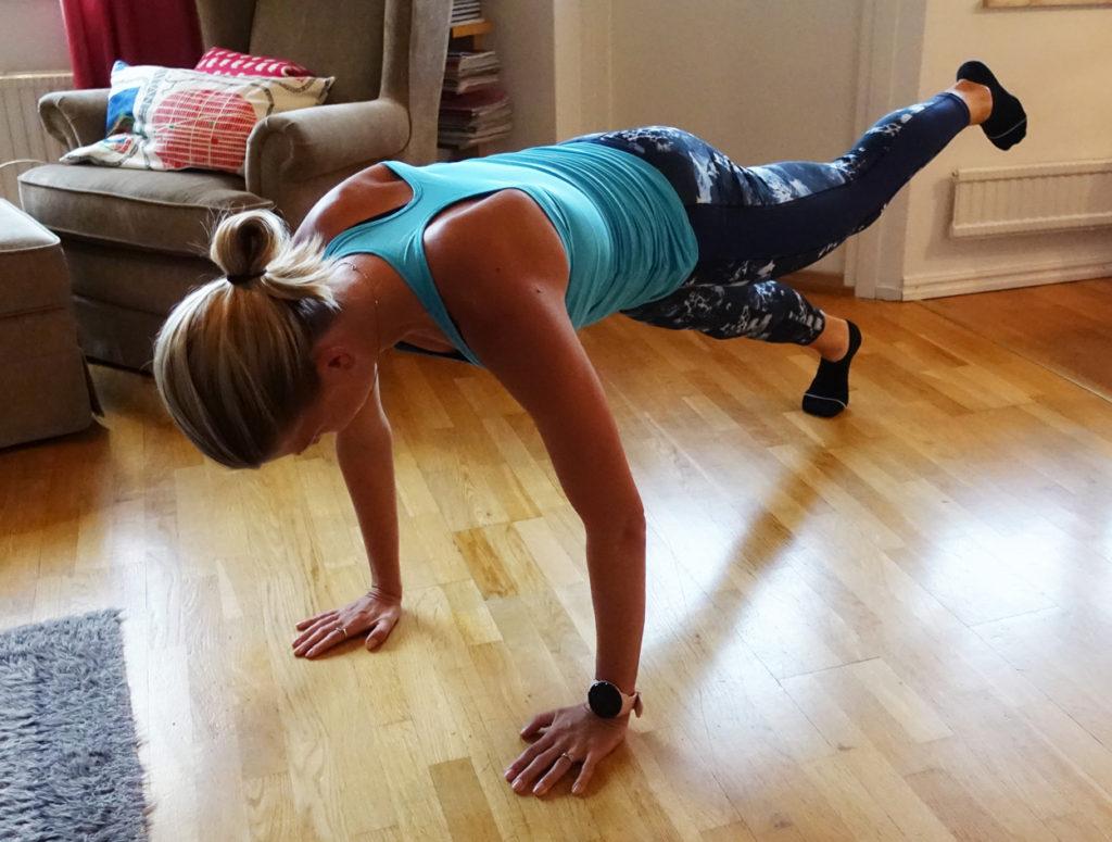 Med ett ben i luften blir övningen tuffare.
