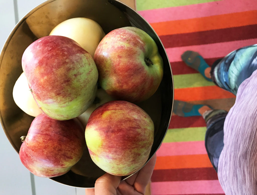 Äpplen direkt från trädgården.