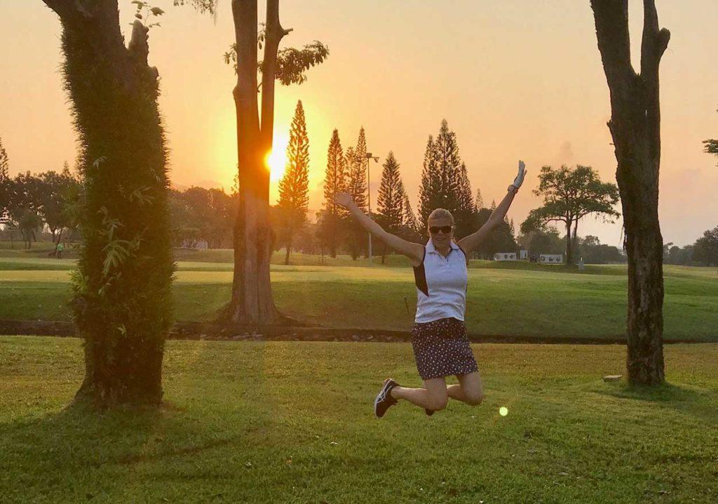 Soluppgång på golfbanan i Thailand.