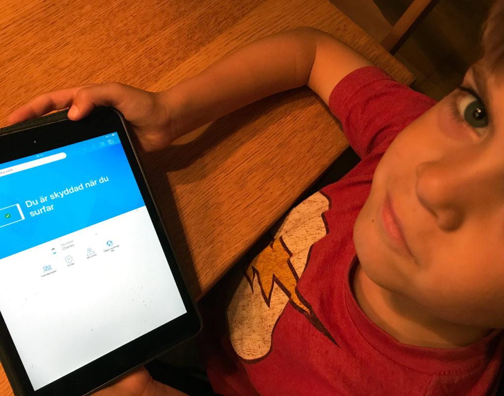 Charles är med och bestämmer våra familjeregler runt den digitala världen.