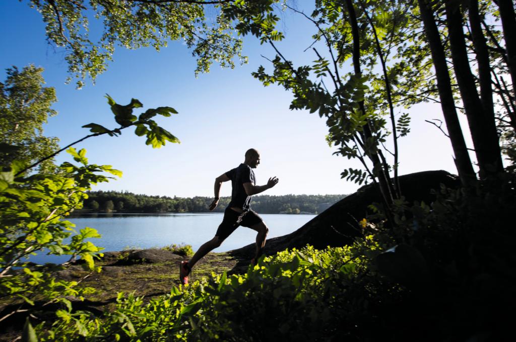 David Ek tycker om att vara ute i naturen och träna. Foto: Nadja Odenhage.
