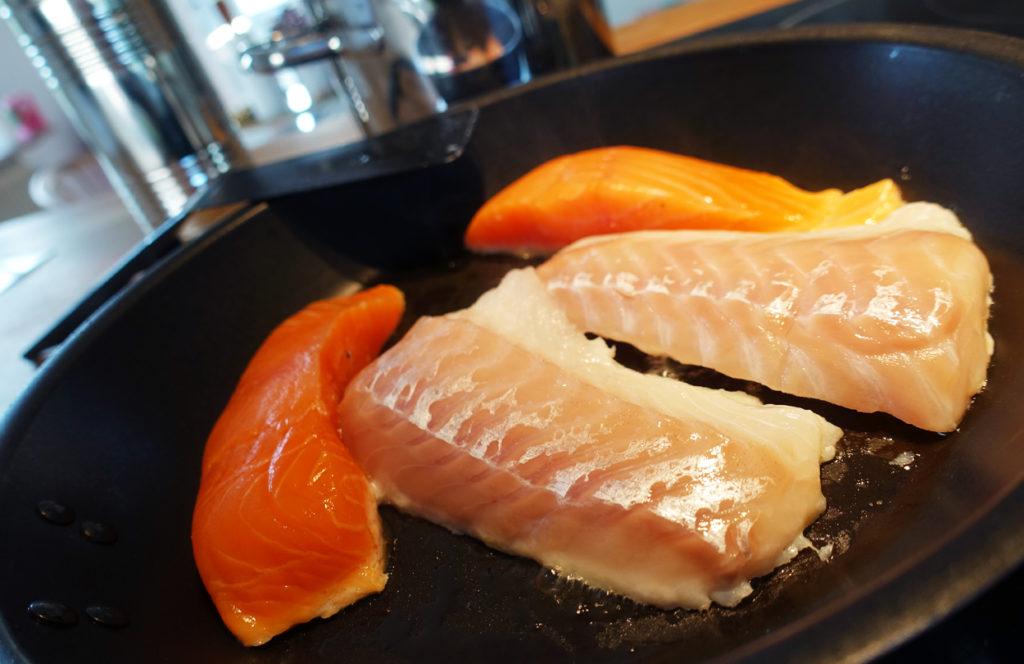 Fisken går att tillaga i mikro eller ugn, men jag valde att steka den.