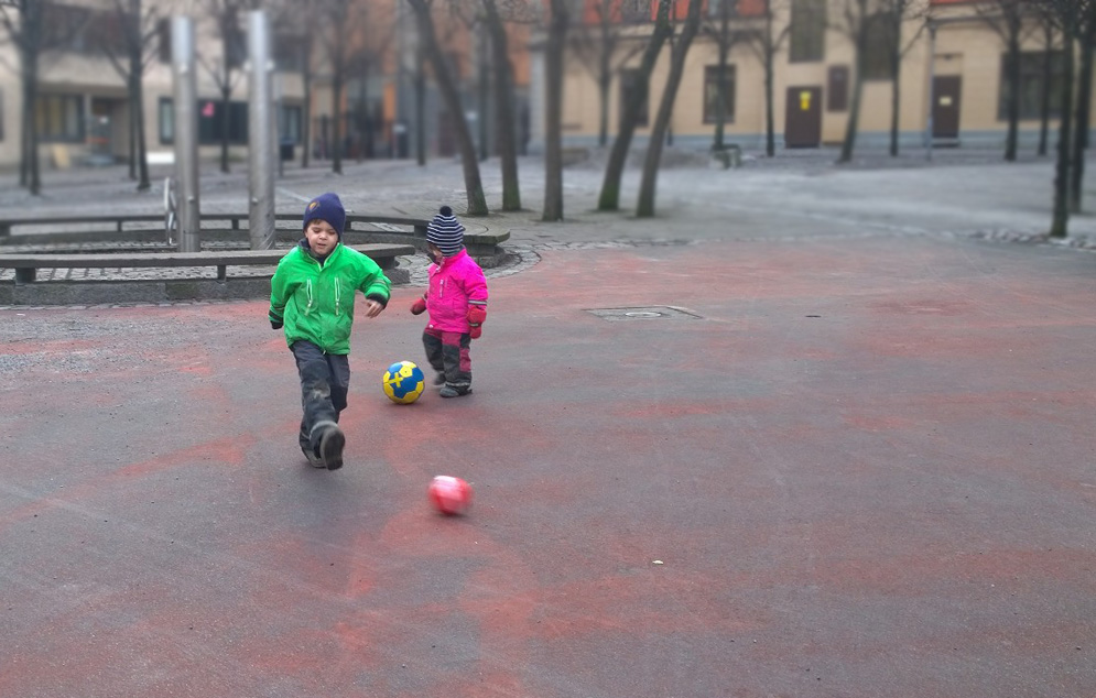 fotboll med barn