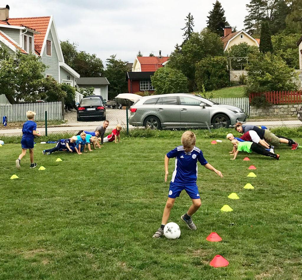 Fotbollsfys - roliga stafetter med boll.