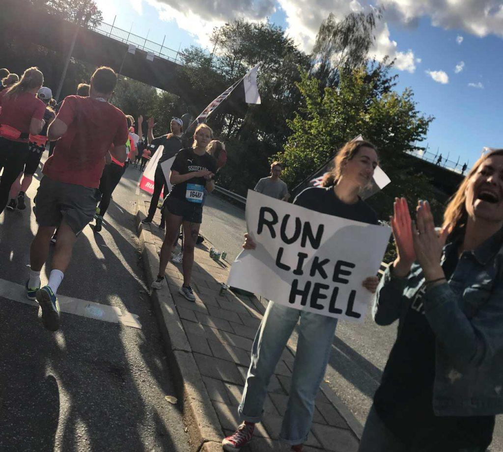 Ssideline City Run Club - älskar deras skyltar.