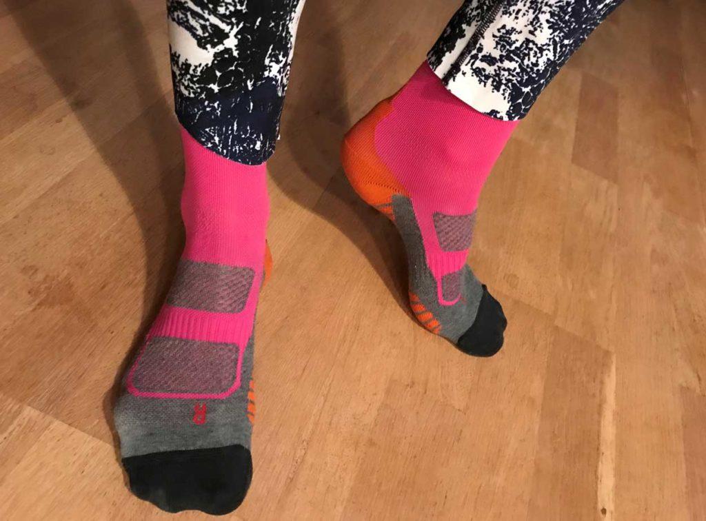Kompresstionsstumpor som håller vaderna varma. Viktigt att inte få en glipa mellan tights och sko.