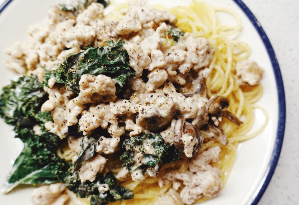 Pasta med kycklingfärs, grönkål och svamp. Mums!