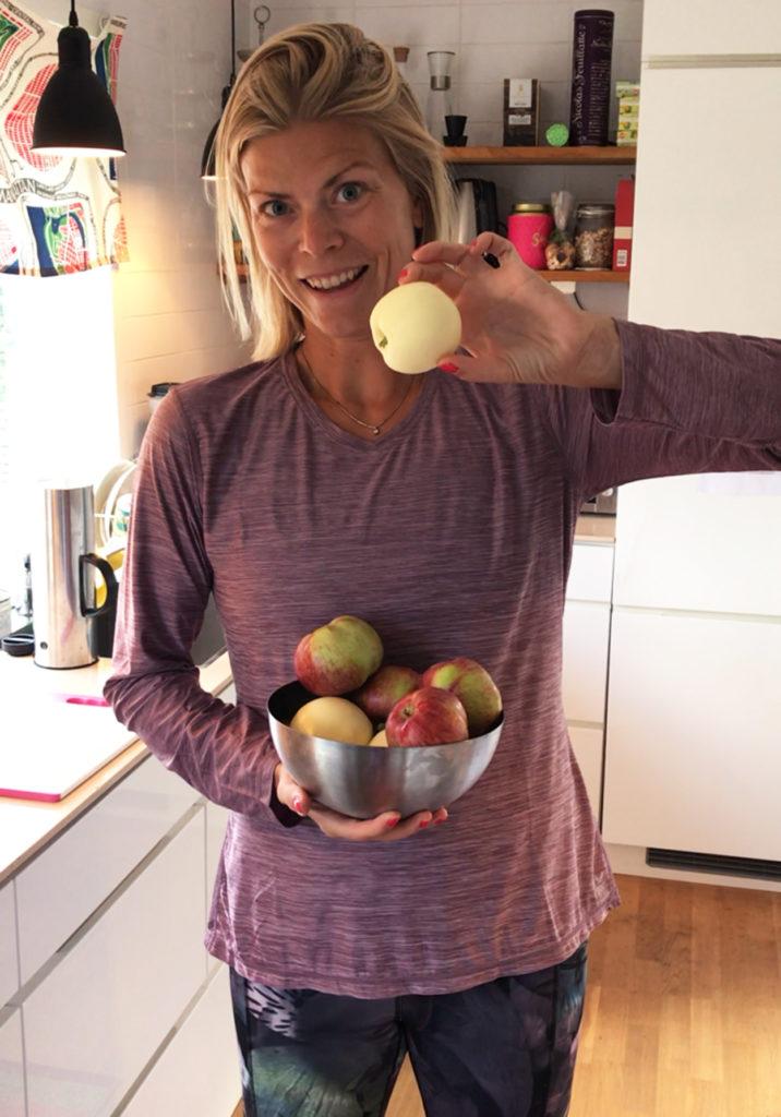 Vi har tre olika äppelträd, valde frukt från två olika, den sista mognar nog senare i höst.