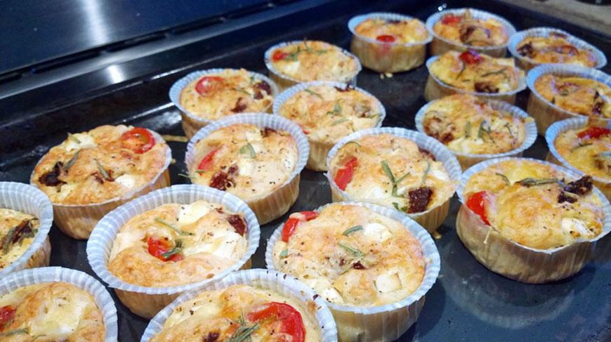 matmuffins med tomat och fetaost