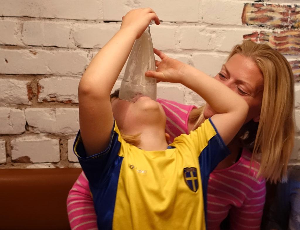 Milkshaken var populär, Tilde hoppas att det ska finnas kvar lite i botten.