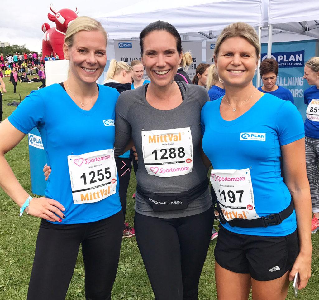 Milla, Malin och Anna i Plan International Sveriges tält.