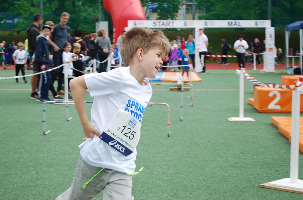 Charles sprang lika mycket i evenemangsområdet som på löparbanan.