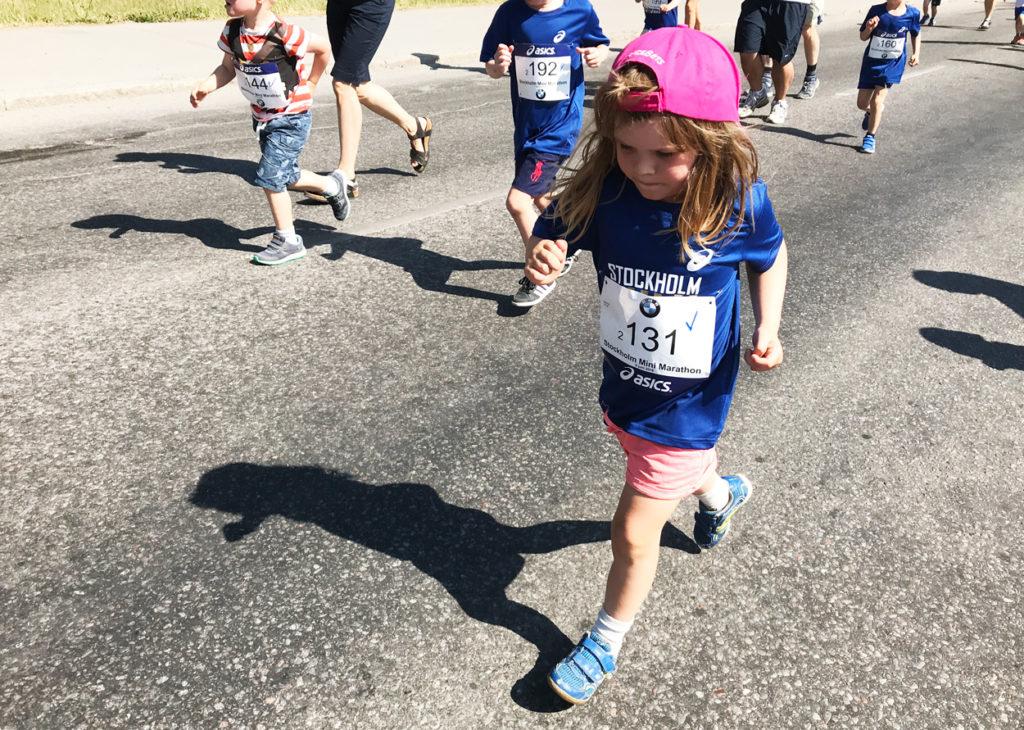 En dryg kilometer sprang barnen.
