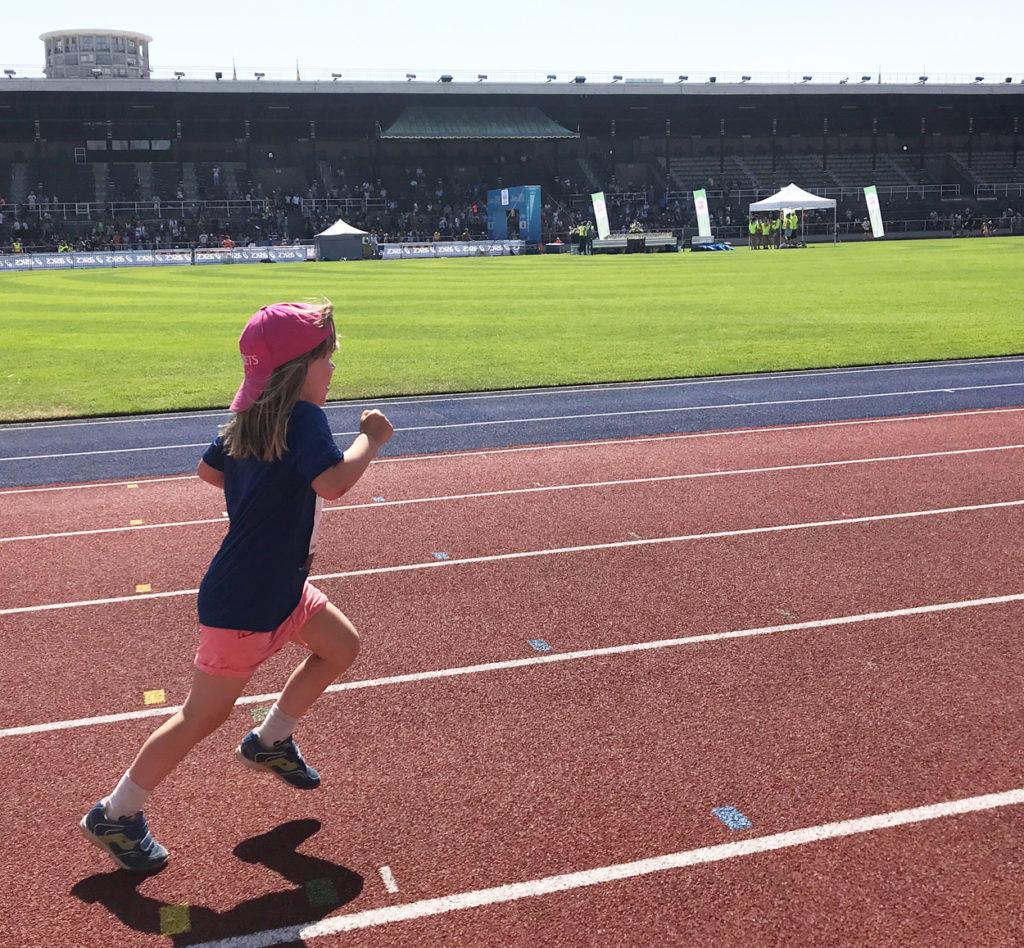 Mäktigt att springa inne på Stockholms Stadion.