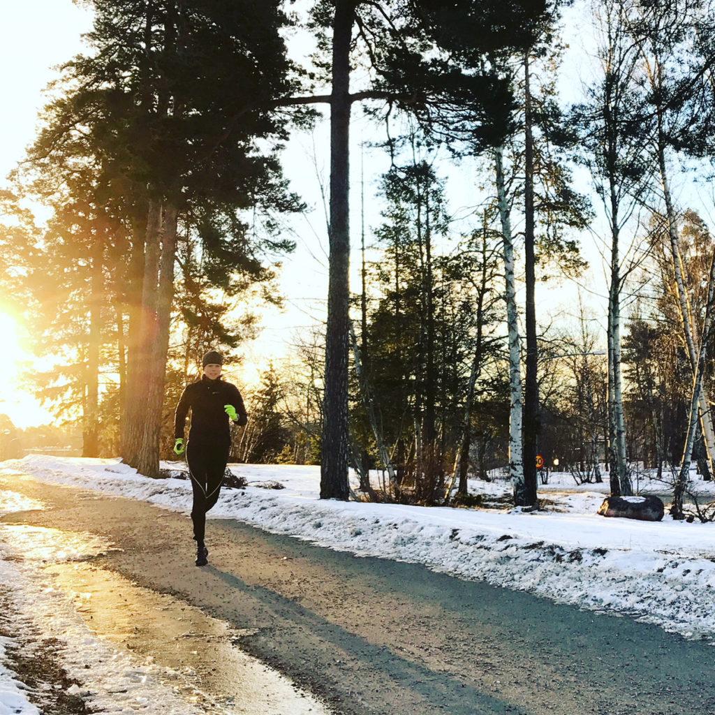 Underbar morgonjogg på 10 km som del 1 av min träning på söndagen. Ibland får man anpassa träningen efter annat som händer, och jag är väldigt tacksam över min fantastiska morgon utomhus. Vem vill inte springa i guldig sol?