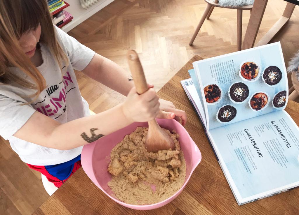 """Blåbärsmuffins från boken """"Smarta sötsaker"""" av Ulrika Hoffer."""