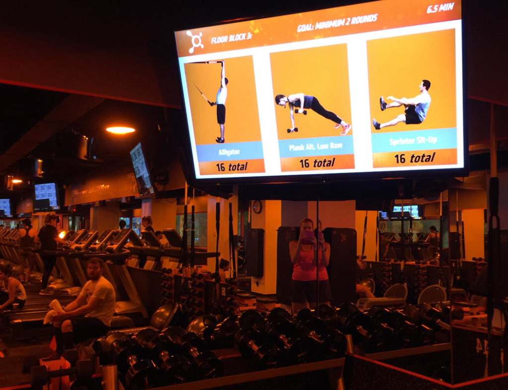 Inne i salen på Orange Theory Fitness.