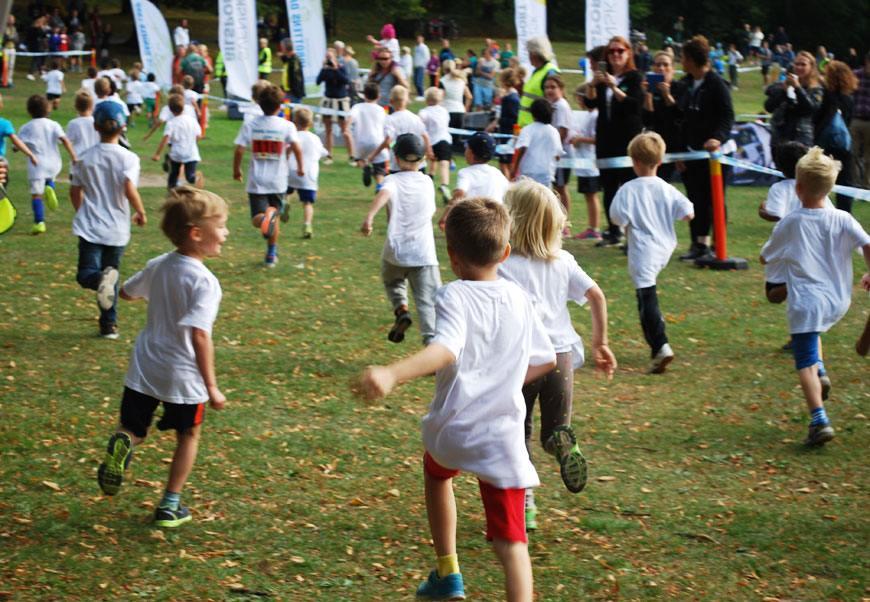 Charles i röda shorts springer Prins Daniels lopp.