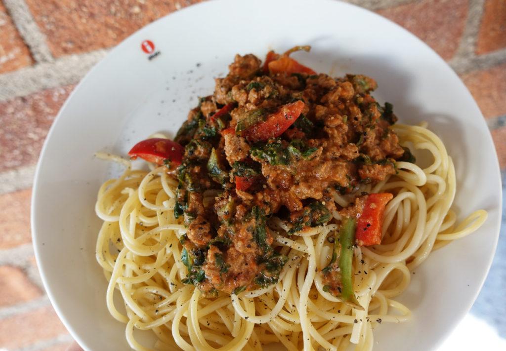 Denna goda pasta med Quorn och grönkål fick jag njuta av i solen.