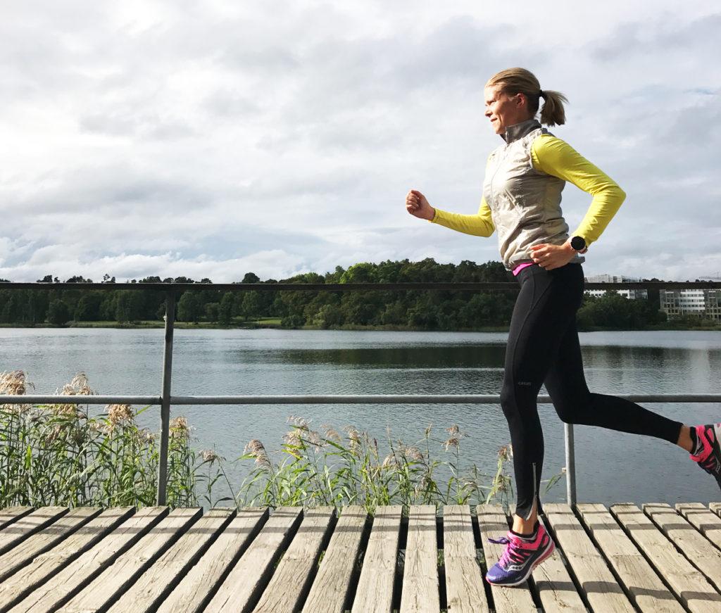 Höstig löpning med solen i ansiktet avslutade veckans träning - så härligt då jag var full av energi från alla som sprang Tjejmilen dagen innan.