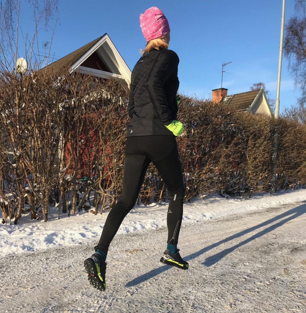 Jag vill kunna springa utomhus vackra vinterdagar - och inte hindras av hala vägar.