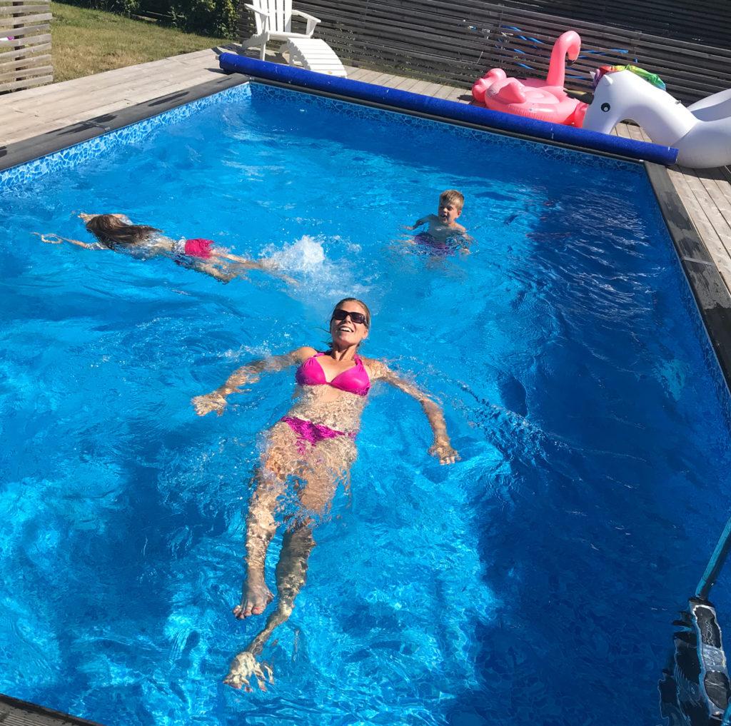 Hur härligt att få slänga sig i poolen efter ett träningspass utomhus i över 30-graders värme?