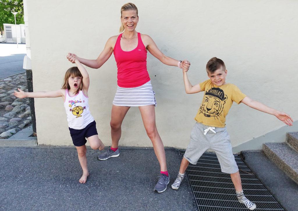 Sommarträning ihop med barnen är roligt och bra för både vuxna och barn.
