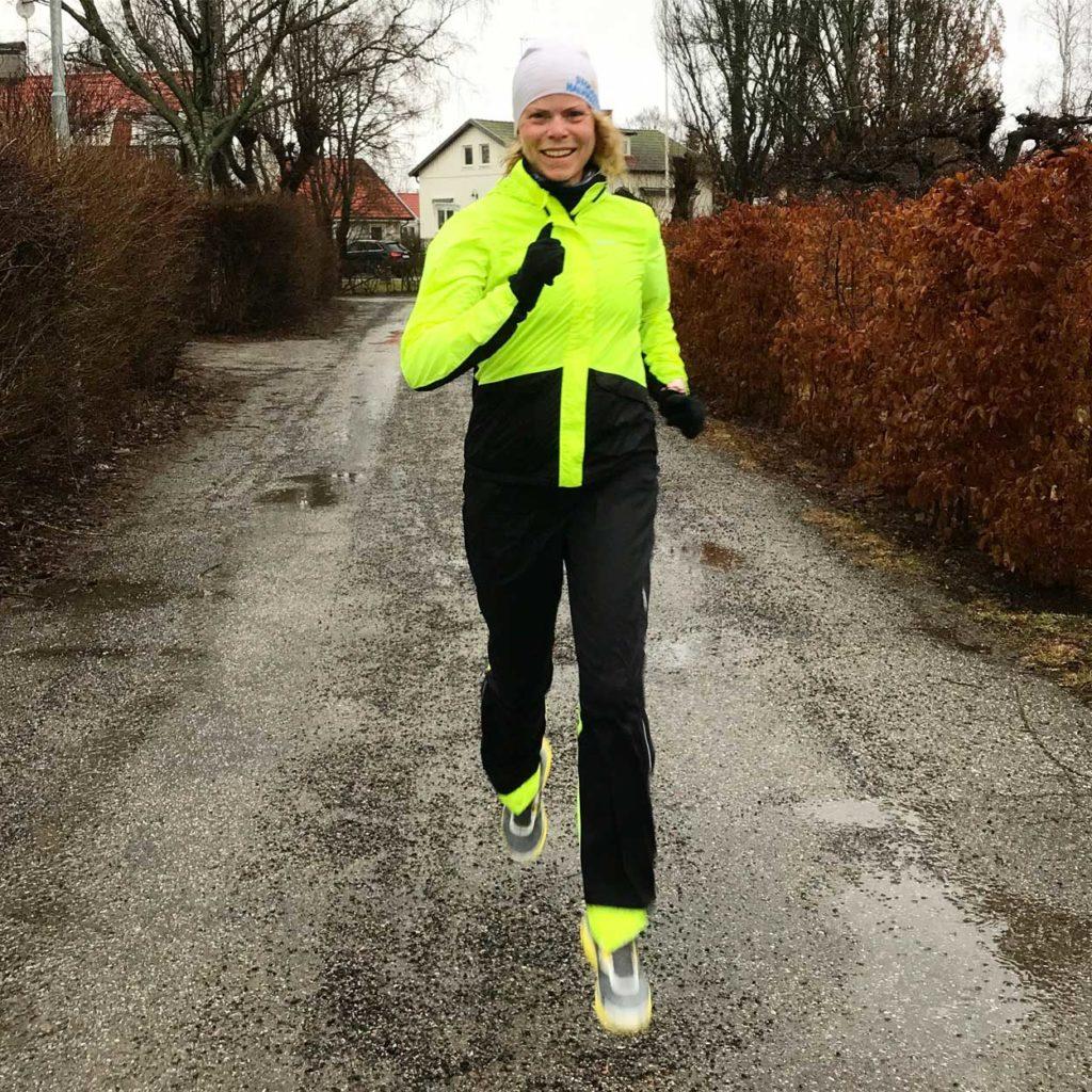 Med bra kläder - som detta regnställ från Craft som fungerar fint till löpning - är det lätt att våga springa i regn.