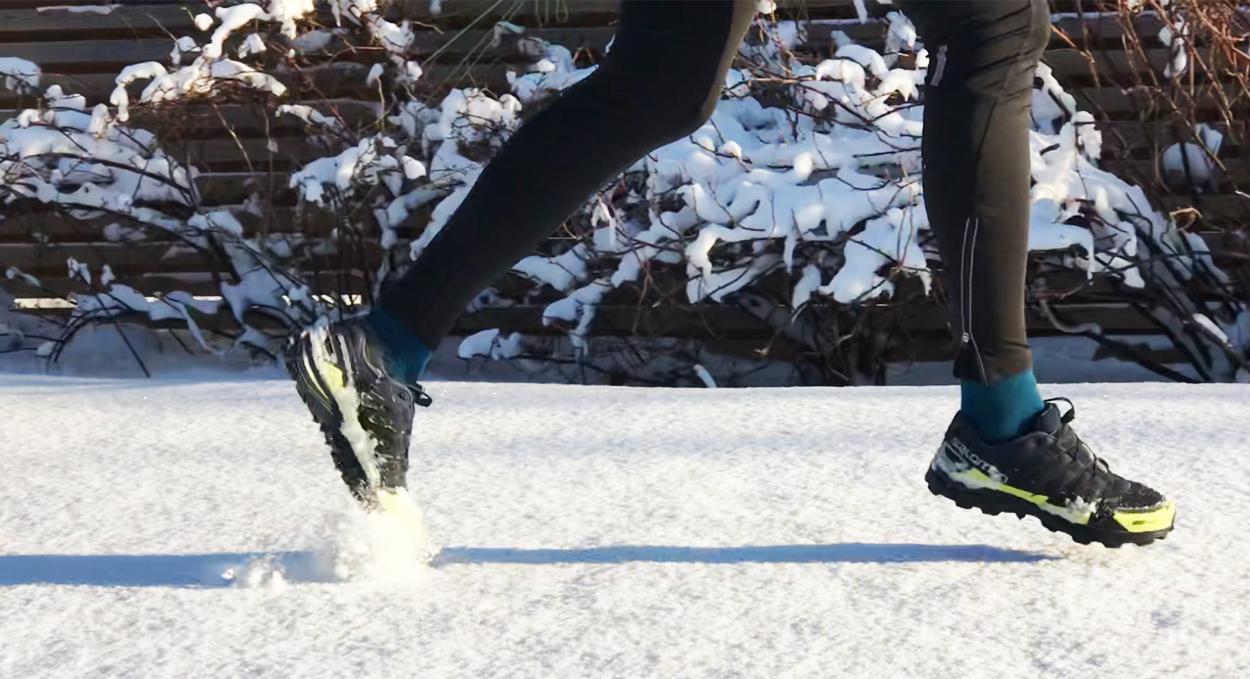 springa på vintern skor